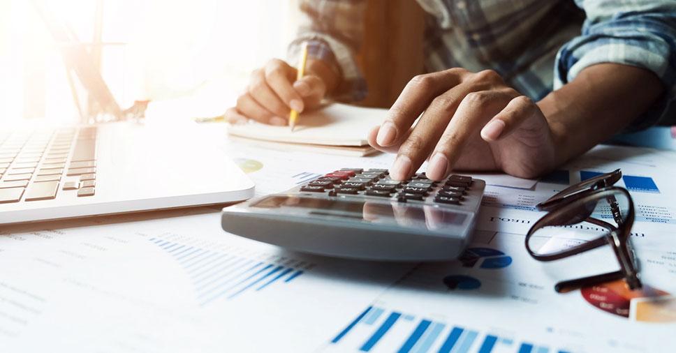 Qual a diferença entre departamento fiscal e tributário em empresas?