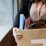 Mulher dando início ao seguro-desemprego em 2021